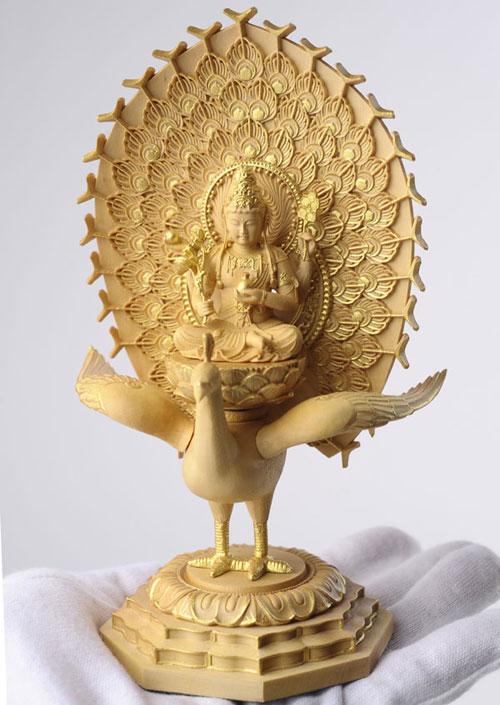 800-104の説明〜魅惑の極小仏「孔雀明王」